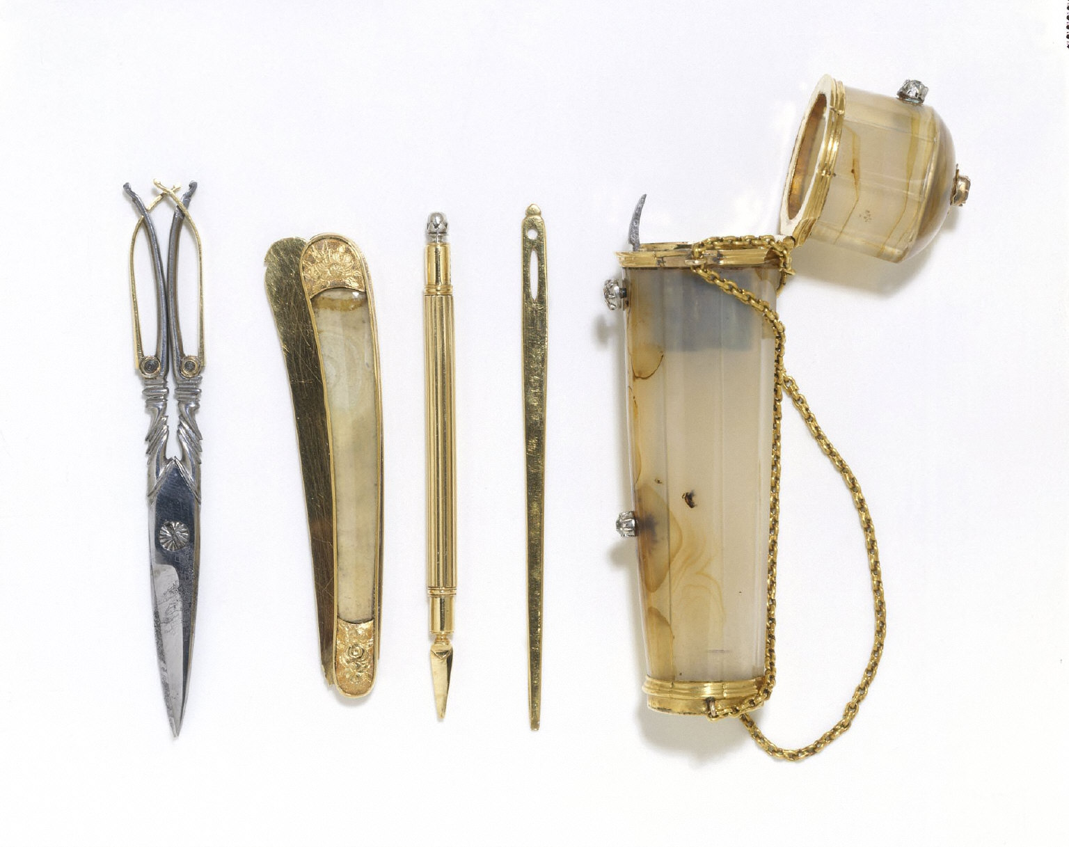 ETUI (case), a gift from Queen Anne