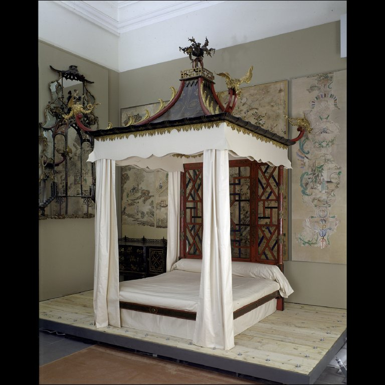 THE BADMINTON BED