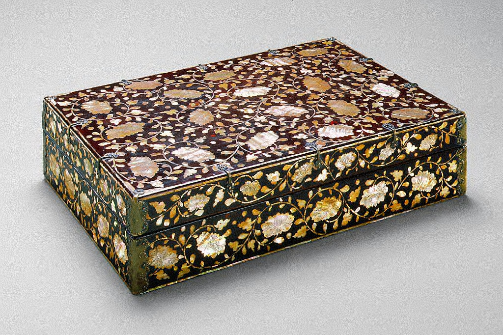 Stationery Box with Design of Lotus Blossoms and Scrolls