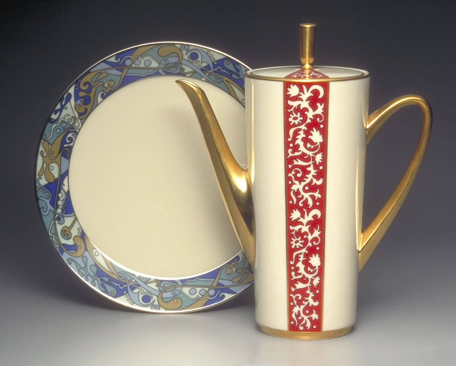 'Innovation' shape coffeepot with 'Firesong' pattern decoration