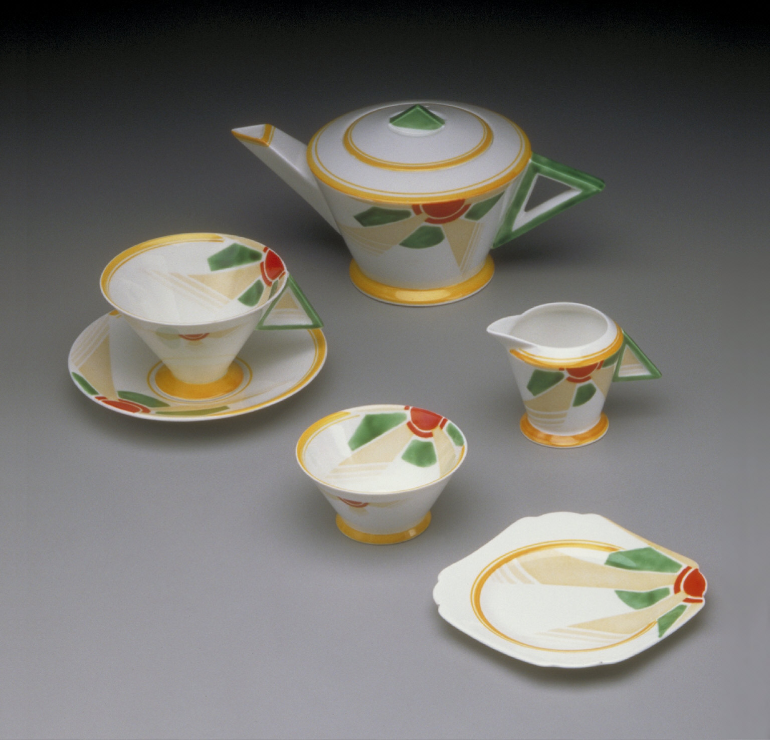 """Vogue"" shape tea set with ""Sunray"" pattern (teapot)"