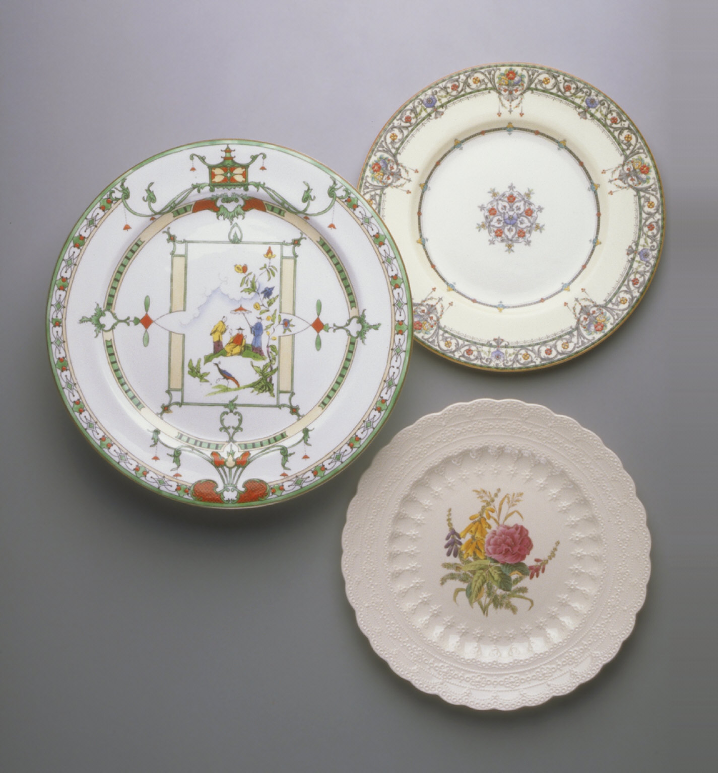 'Prince' shape plate with 'Chantilly' pattern