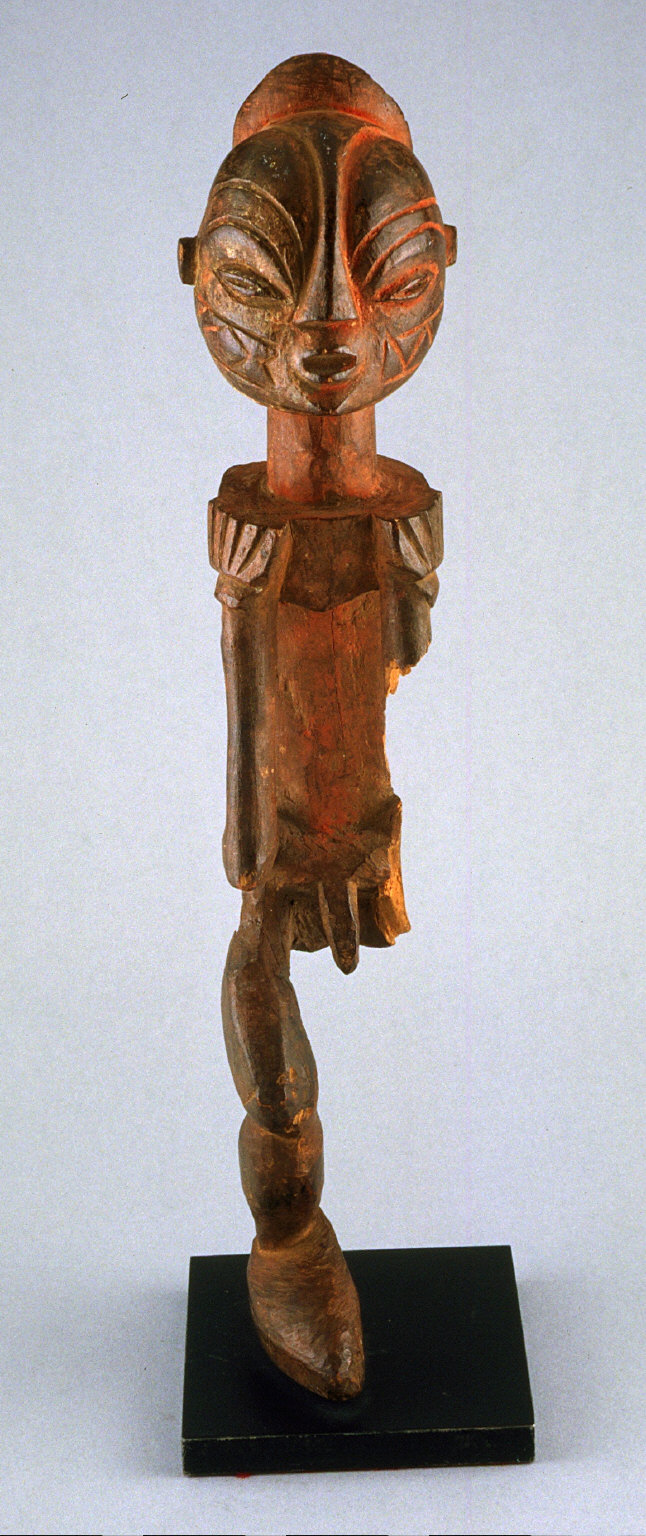 Male figure standing with bent knees, missing left arm and leg