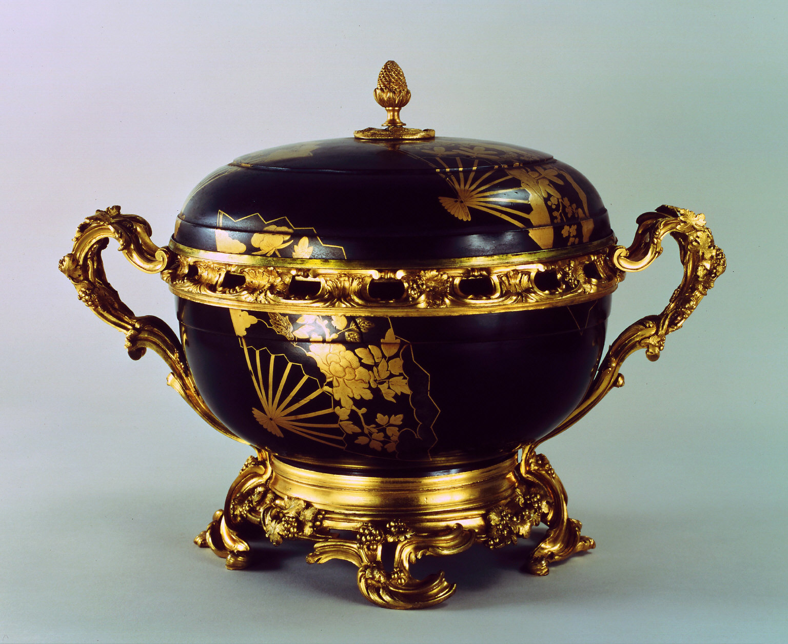Bowl and lid with French mounts