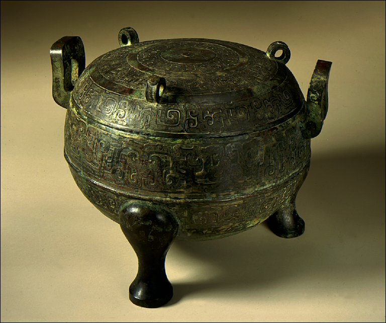 Lidded Ritual Food Cauldron (Ding) with Interlaced Dragons