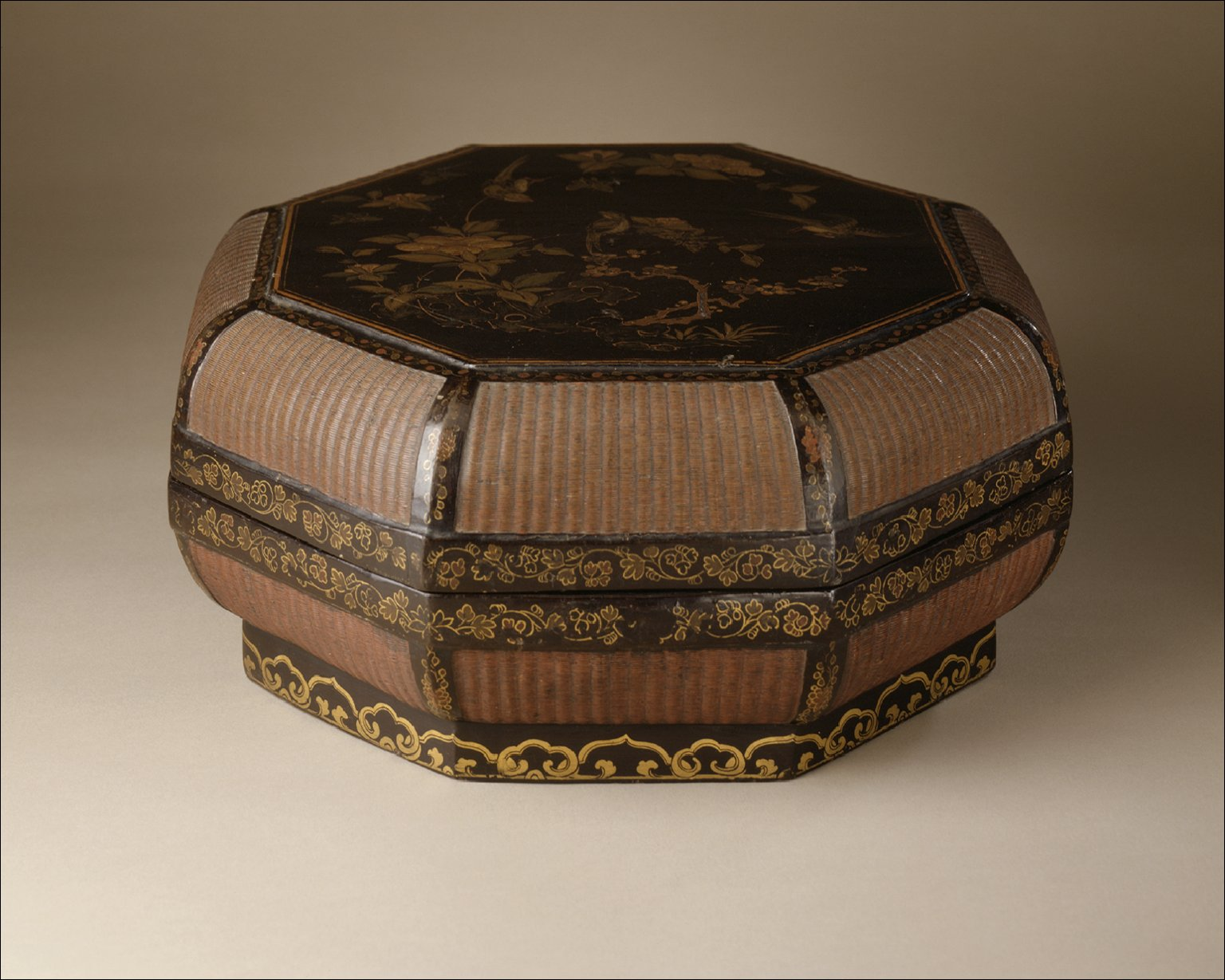 Octagonal Food Box (Bajiao He) with Birds and Flowers