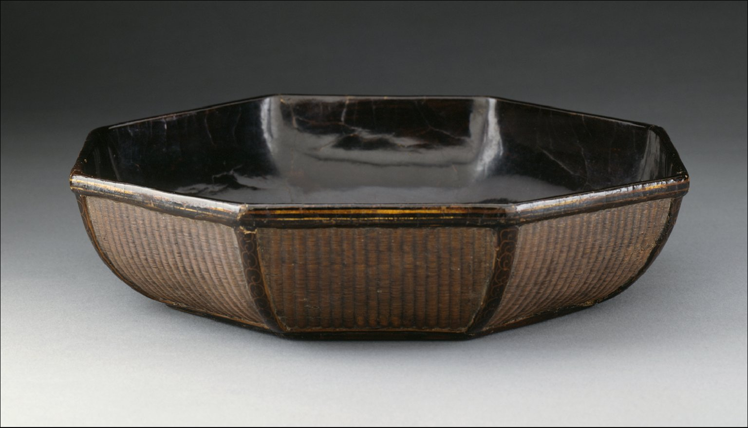 Octagonal Box Lid (Bajiao Hegai) with Rosettes