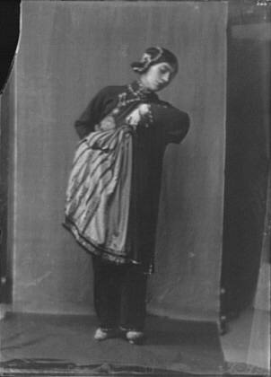 """Morland, Saxone, Miss, in costume as Chee Moo for """"Yellow jacket"""""""