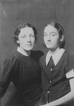 Neumeyer, W.E., Mrs., and daughter, portrait photograph
